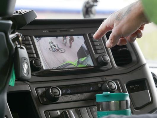 Blindsonekameraet gjør at sjåføren i lastebilen ser syklister som ellers ikke ville vært synlig.