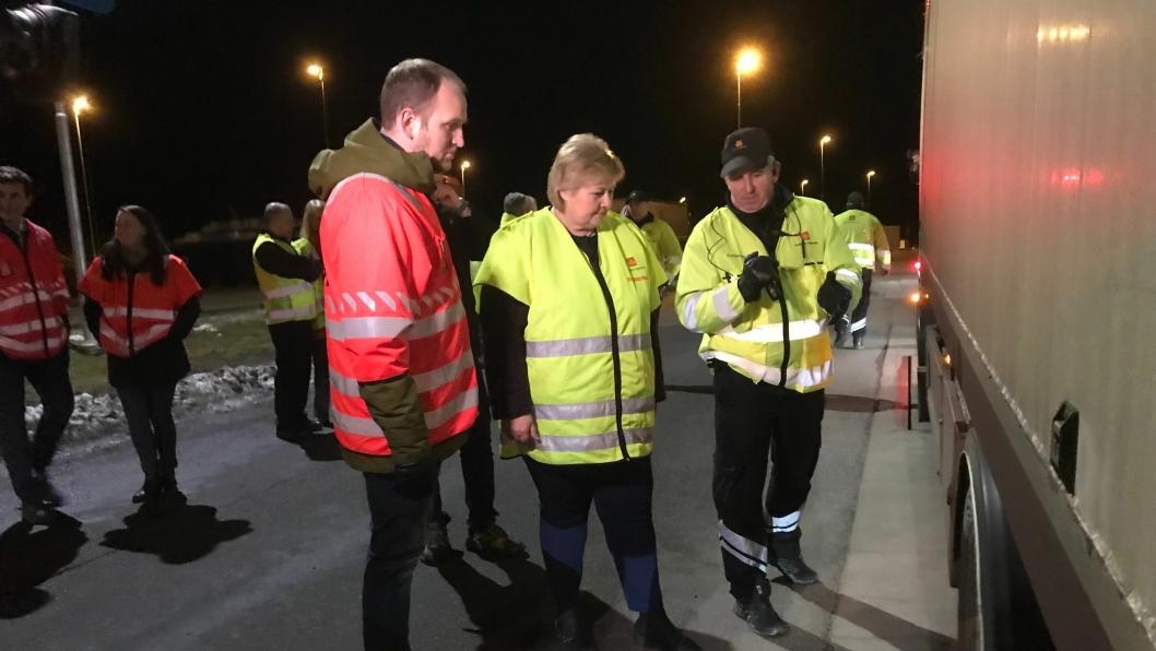 Statsministeren og samferdselsministeren på storkontroll ved Ørje i februar.