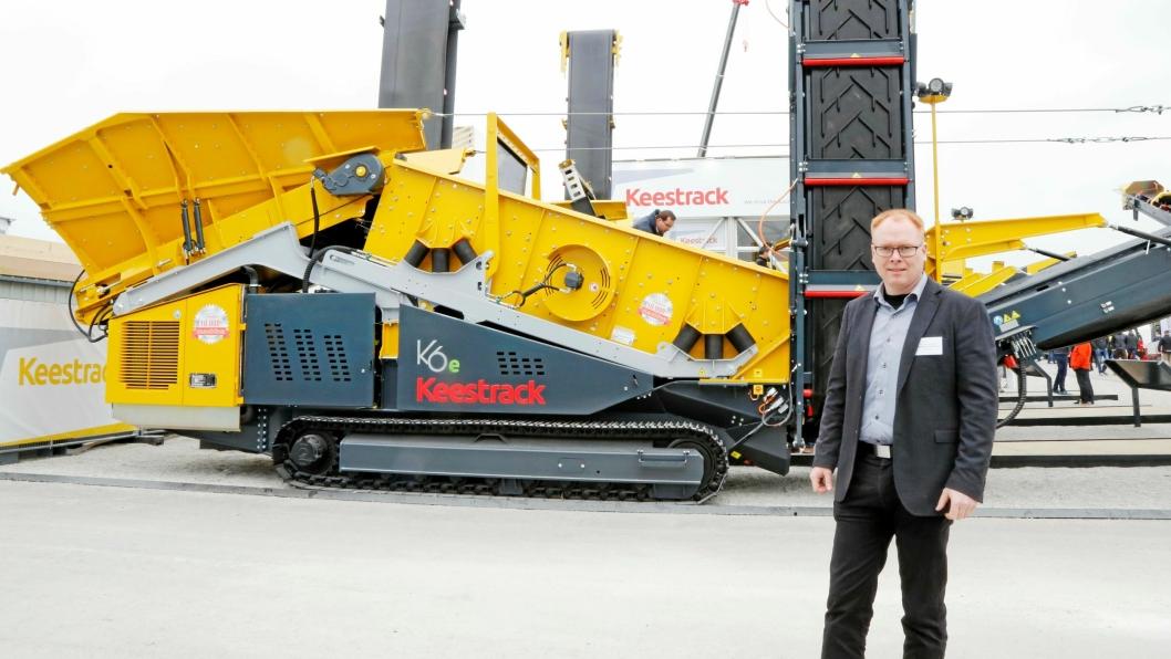 Keestrack-maskinen bak Per Olav Fredheim er nummer 10.000 fra Keestrack, og denne skal til Norge og MEFA.