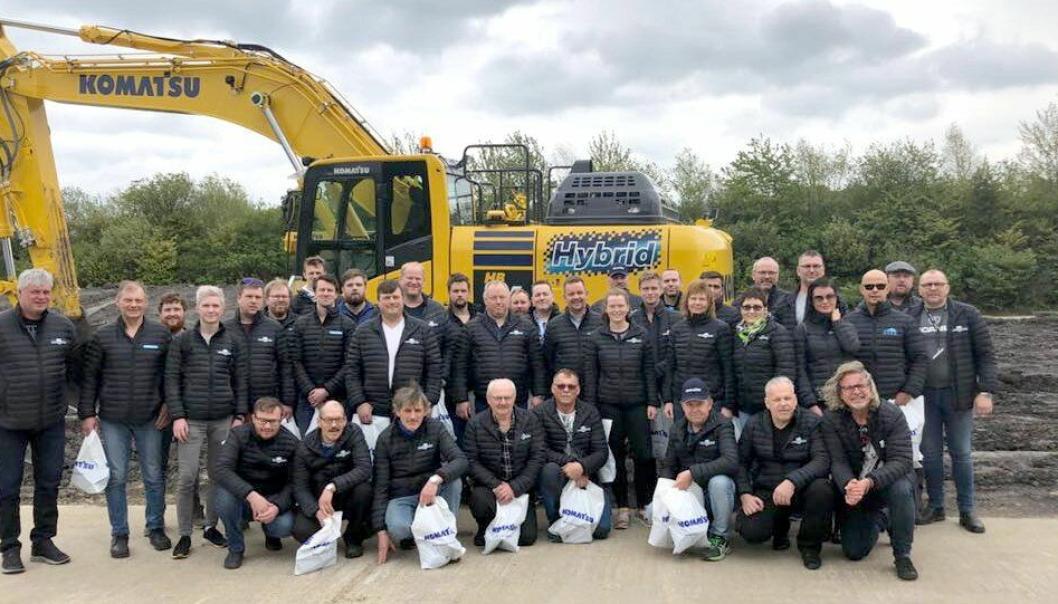 38 stk. fra Thore Magnussen & Sønn AS var på firmatur til Newcastle, der de blant annet besøkte Komatsu UKs fabrikk (bildet).