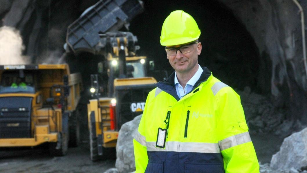 Prosjektdirektør for E39, Asbjørn Heieraas, er glad for at enda en Nye Veier-strekning er i støpeskjeen for utbygging. Her avbildet ved Mjåvannsheitunnelen som er under driving i Songdalen.
