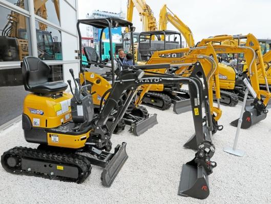 Smågraverne 1-3,5 tonn skal produseres i Italia, likedan beltedumpere og kompaktlastere.