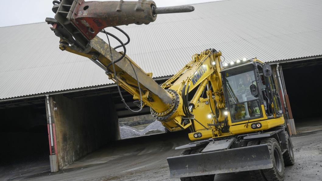VINKLER: Det er ikke mange andre gravemaskiner hvor stikke kan vris 360 grader som Komatsu PW 148 maskinen til Eramet kan.