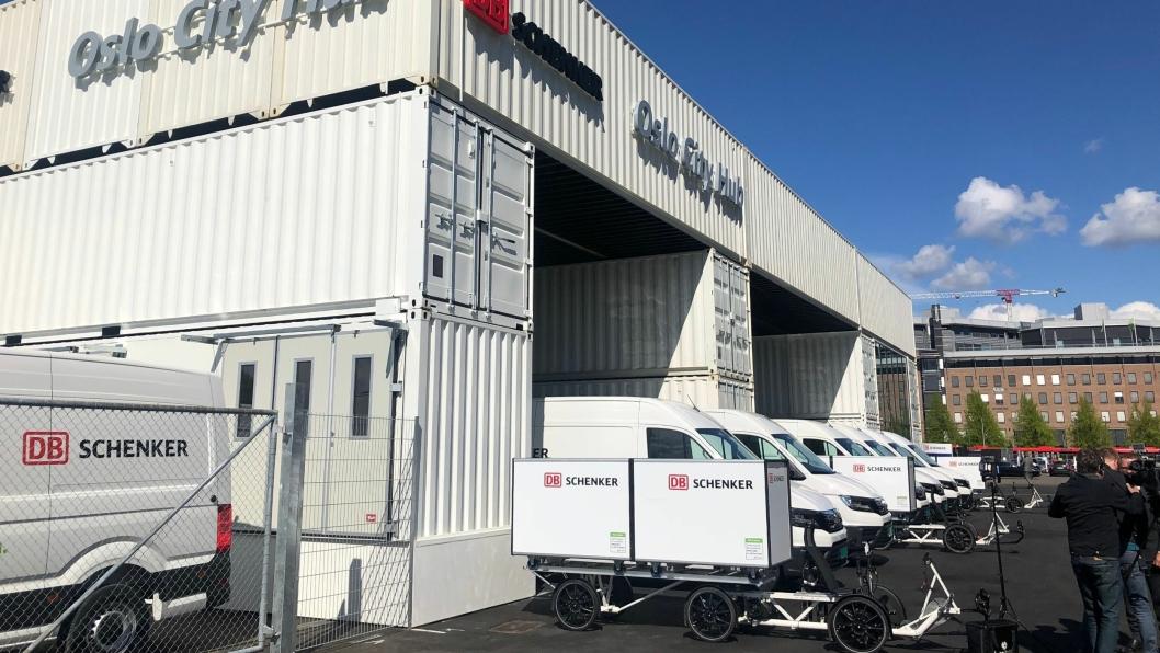 MAN eTGE elektriske varebiler og el-varesykler for distribusjon skal rulle ut fra nye Oslo City Hub som ble åpnet onsdag.