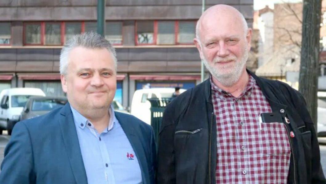 Forbundslader Jørn Eggum i Fellesforbundet (t.v.) og forbundsleder Lars Johnsen i Norsk Transportarbeiderforbund  er fornøyde med NTF-årsmøtets avgjørelse om å innlemme NTF i Fellesforbundet.