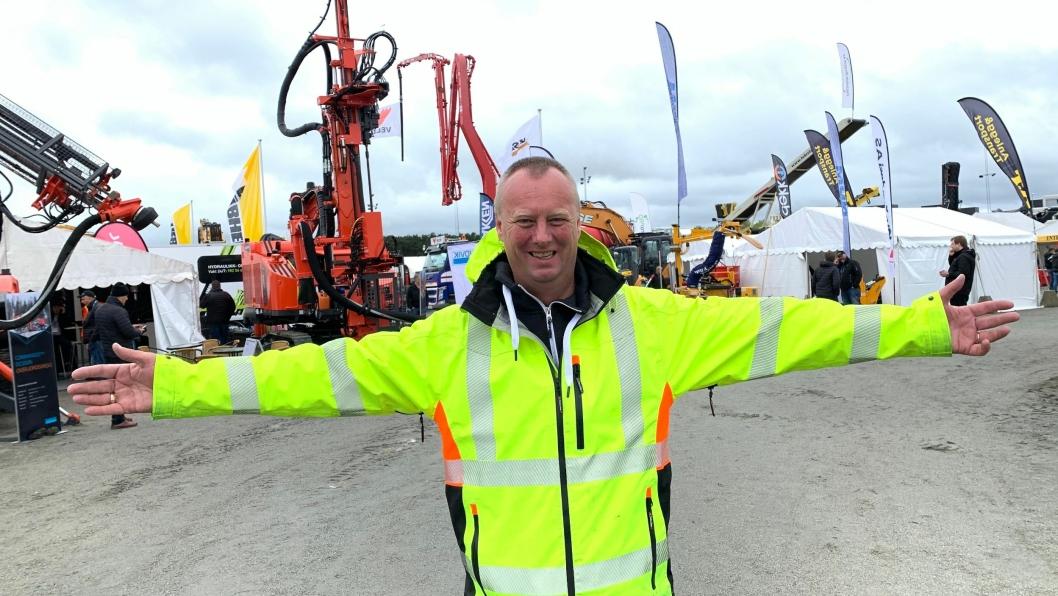 Messesjef Oskar Åsen er strålende fornøyd med at det er gode tider i anleggsbransjen i Norge. Det blir det store messer av.