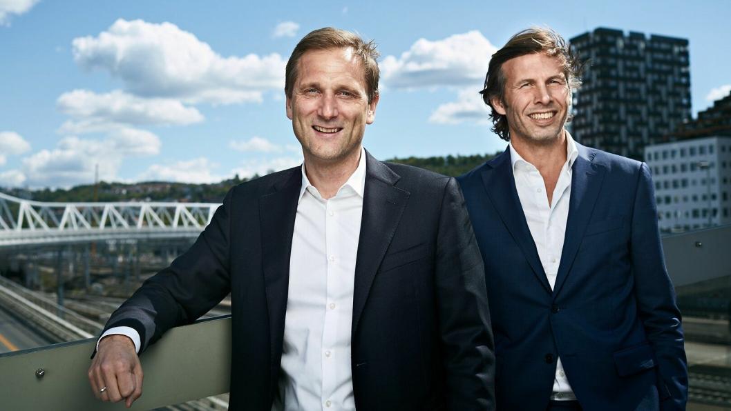 Petter Hellman (43) er ansatt som ny konsernsjef i Møller Mobility Group. Her med styreleder Øyvind Schage Førde (th).