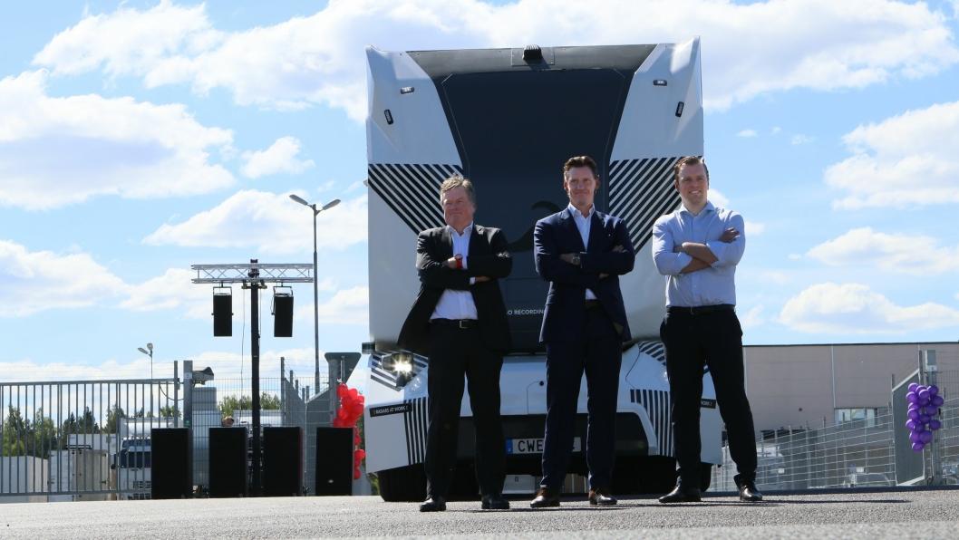 Mats Grundius, (fra venstre) CEO i DB Schenker Cluster Sweden, Denmark, Iceland, Robert Falck, grunnlegger og CEO i Einride og Jochen Thewes, CEO iDB Schenker presenterte konseptet i Jönköping onsdag.