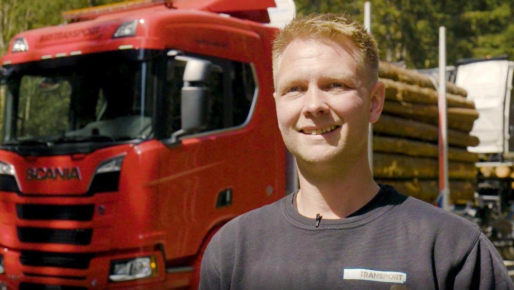 Andreas Nordsjø, som til daglig kjører tømmer for Biri Transport, representerer Norge i Scania Driver Competitions i Södertälje.