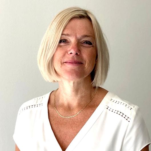 Det holder ikke å bare ha øynene på veien - du må også ha hodet med deg, sier Rita Aarvold i Statens vegvesen.
