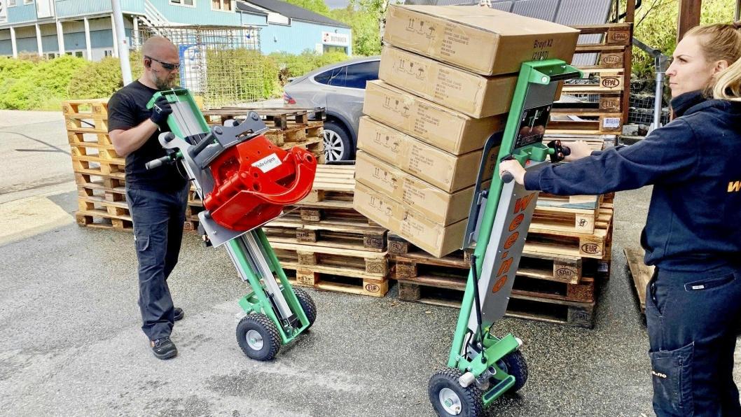 SEKKETRALLER: Nederlandske Tiller leverer elektriske sekketraller som løfter varene opp til 1,10 meter og har elektrisk fremdrift.