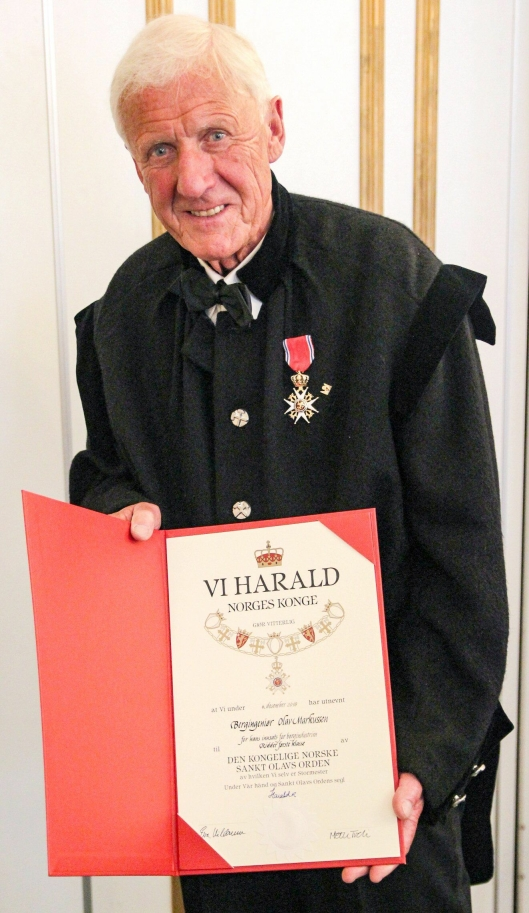 Beviset på at Olav Markussen er utnevnt til ridder av første klasse av St. Olavs orden.