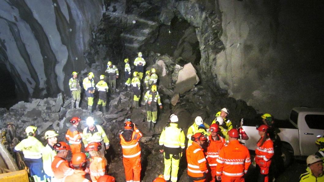 Tirsdag 28. mai skjøt NCC gjennomslagssalven mellom de to parallelle tunnelløpene på E39 Rogfast - E13 Arsvågen.