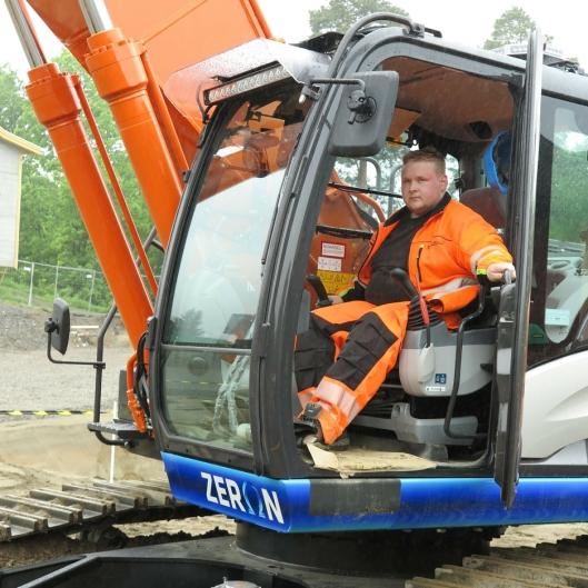MASKINFØREREN: Kjennseth Maskin AS er engasjert av Betonmast, og den nye Zeron 35-tonneren skal kjøres av Even Solbakken.