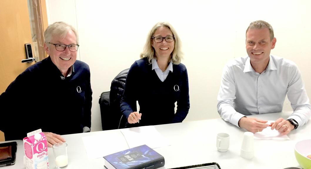 Fra venstre: Administrerende direktør Bent Myrdahl i Q-Meieriene, styreleder Kristine Aasheim i Q-Meieriene og regionsdirektør Are Westbye i Veidekke Bygg.