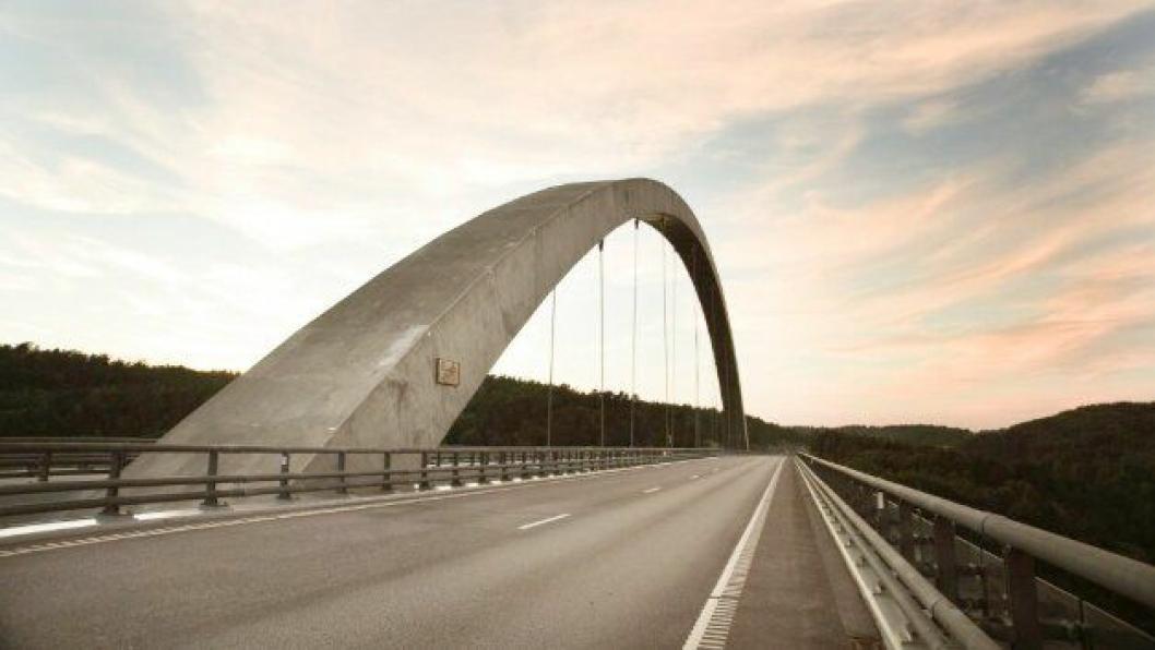 Den nyeste av Svinesundbruene og noen km med motorvei på begge sider av grensen er snart nedbetalt.