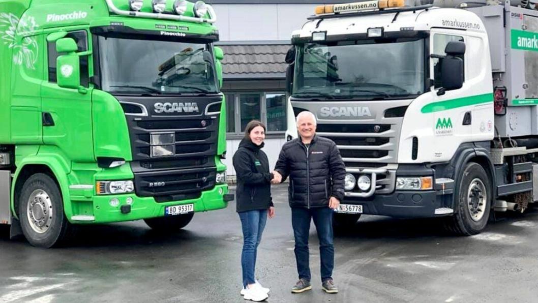 Stig Kristiansen (daglig leder i Vacumkjempen), og Caroline Markussen, (daglig leder i A. Markussen AS) er fornøyde med at Vacumkjempen har overtatt Vakuumjet fra A. Markussen AS.