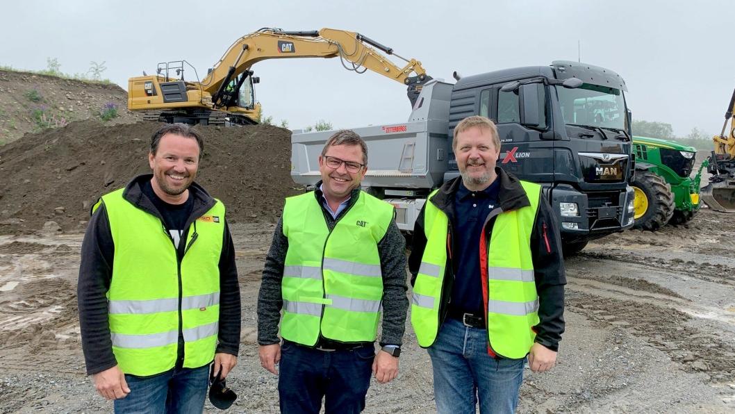 VELKOMMEN: Roar Antonsen (t.v), Roar Aaserud (begge Pon) og Lars Sand (MAN) ønsker velkommen til Traction Days på Jessheim.