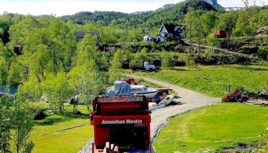 For å få ut 20 tonn med Solvågstein så måtte Ellingard bygge en helt ny vei på 70 meter frem til det nedlagte steinbruddet.