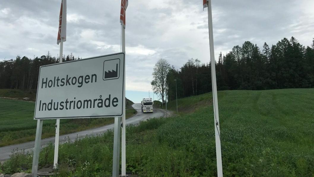 Tungbiltrafikken vil bare øke i Holtskogen Næringspark. Foto: Per Dagfinn Wolden