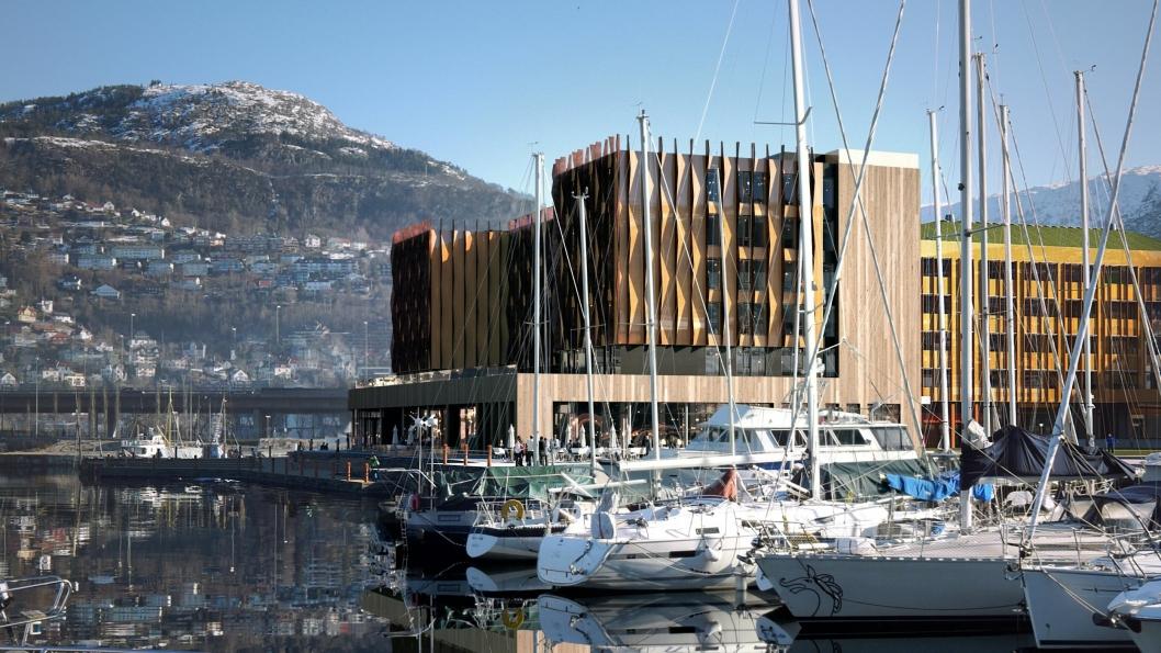 Slik skal det nye Moxy-hotellet ligge på bryggekanten i Bergen.