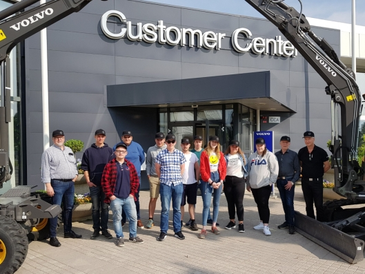 Spent gjeng ved ankomst Volvo Customer Center i Eskilstuna.
