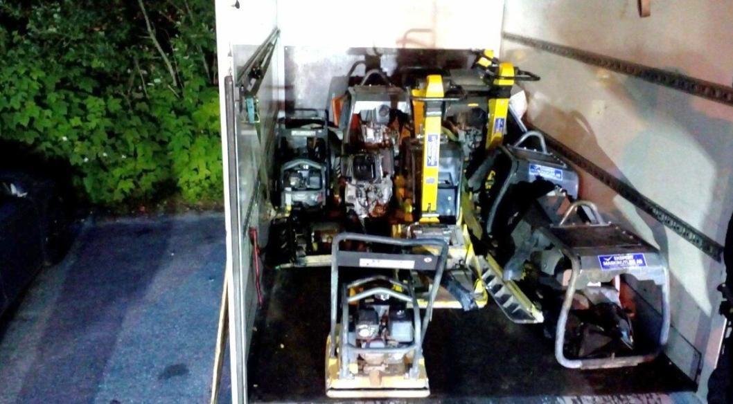 Sju maskiner, de fleste av dem tilhørende Ekspert Maskinutleie, ble funnet i denne varebilen i Sverige.