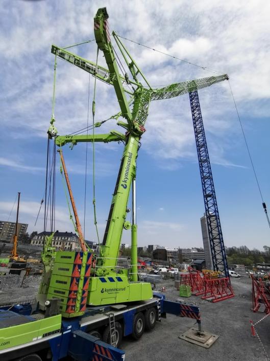 En 350 tonns fullrigget mobilkran klar for innsats.