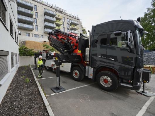 PLASS: Selv om bilen ikke er lenger enn 10,4 meter, tarden plass når støttebeina skal ut.