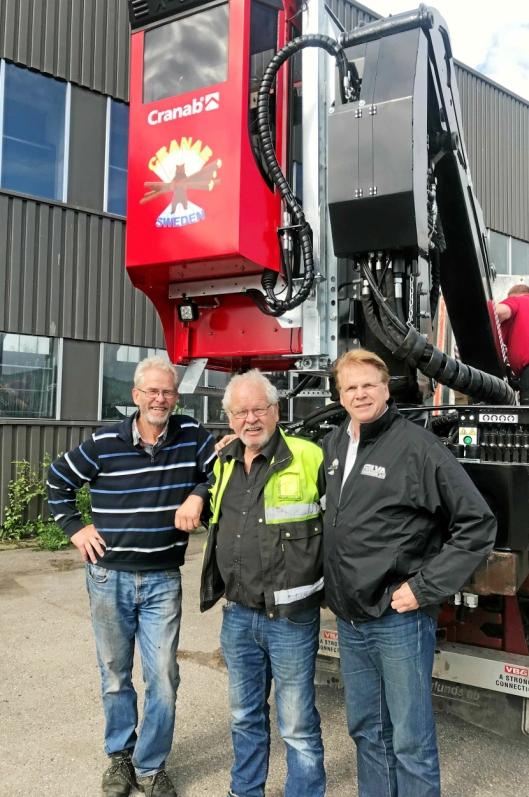 MANDAL: Brødrene Harald (t.v.) og Aanen Grimestad i Mandal-firmaet Tirol Transportmateriell AS sammen med daglig leder Roy Holseter i Silva System AS.