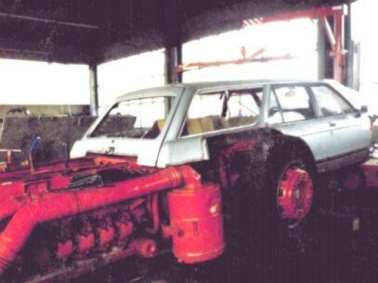 MIDTMOTERT MOTOR: Motoren er montert lavt mellom forakselen og drivakselen på MAn Büssing Unterflor.