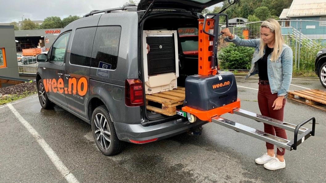 Attack Climber 500 løfter seg selv om bord i en varebil eller på at lasteplan.