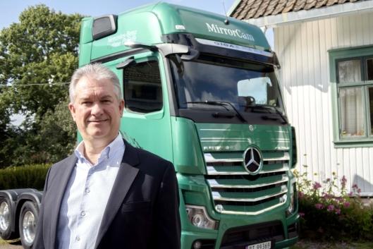 VISE FREM: Per Ragnar Johansen sender nå 5 nye Mercedes-Benz Actros ut på Norges-turne. De vil han at flest mulig sjåfører skal prøve.