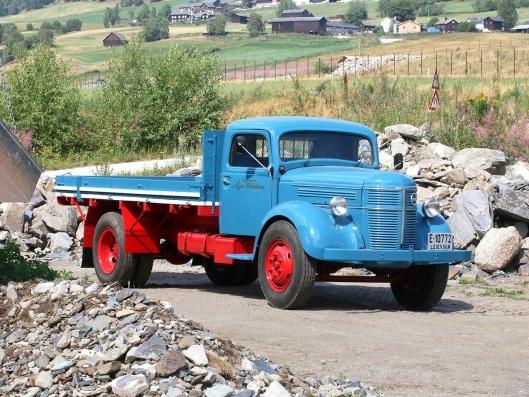 1946 Volvo LV125 «Rundnos» er det eldste kjøretøyet på Veteranlastebilens Nostalgi-torg.