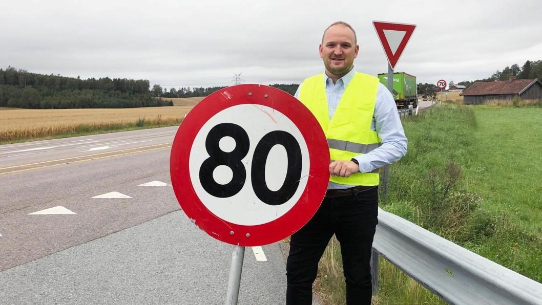 Samferdselsminister Jon Georg Dale ønsker blant annet å sette opp fartsgrensen fra 70 til 80 km/t på deler av strekningen E18 Vinterbro i Akershus til Østfold grense.Her er fotografert ved E18 ved avkjøringen til Skotbu, Skotbuveien i Akershus.