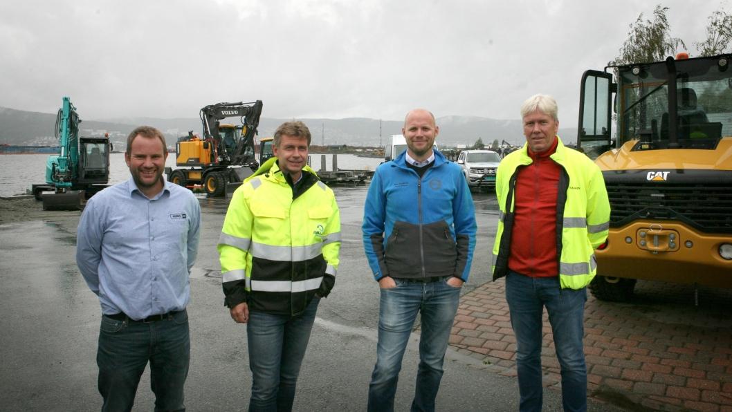 Tre maskinforhandlere stilte ut maskiner på Malleus Maskins «Åpen dag». Fra venstre: Kjetil Deinboll (Pon Equipment), daglig leder Kai Moen (Malleus Maskin AS), Jonas Nelson (Volvo Maskin) og Jon Ølstad (Beck Maskin AS).