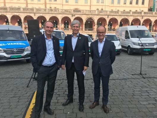 F.v.: Stig Morten Nilsen (adm.dir. i NBF), Ola Elvestuen (klima- og miljøminister, V) og Nils Kristian Nakstad (adm.dir. Enova)