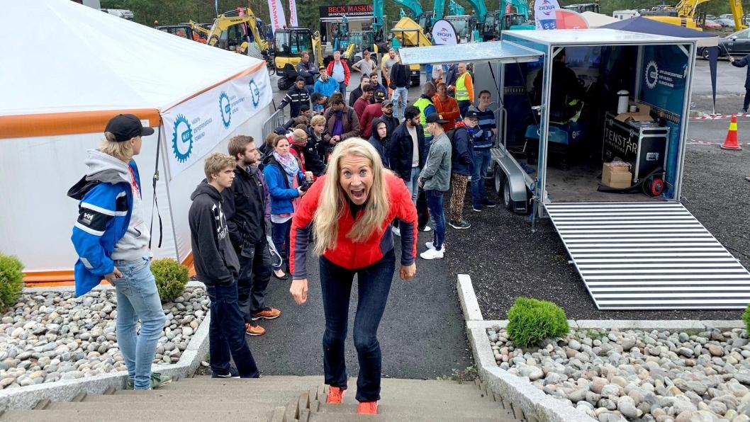 I FYR OG FLAMME: MEF-sjef Julie Brodtkorb på vei til åpningen av anleggstreffet i Våler.