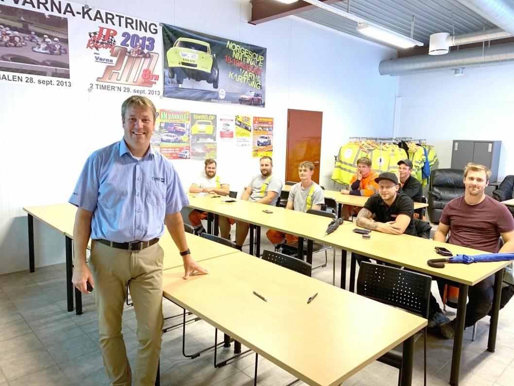 KURS: Pon Equipments, Glenn Thorén, holder kurs i komprimering underveis i Våler Anleggstreff.
