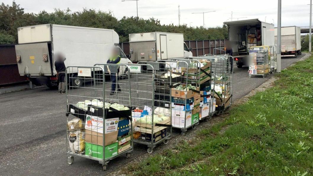 Det var en del matvarer som ble losset de politiet i Stockholm veide varebiler og fant nesten alle for tunge.