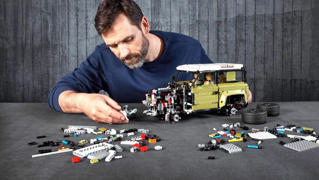 Med i alt 2573 enkeltdeler, er nye Lego Technic Land Rover Defender detaljert konstruert.