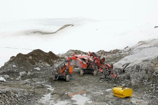 Greenland Ruby tar ut rubiner i sin gruve ble i Aappaluttoq på Grønland. Bilde fra mai 2017.