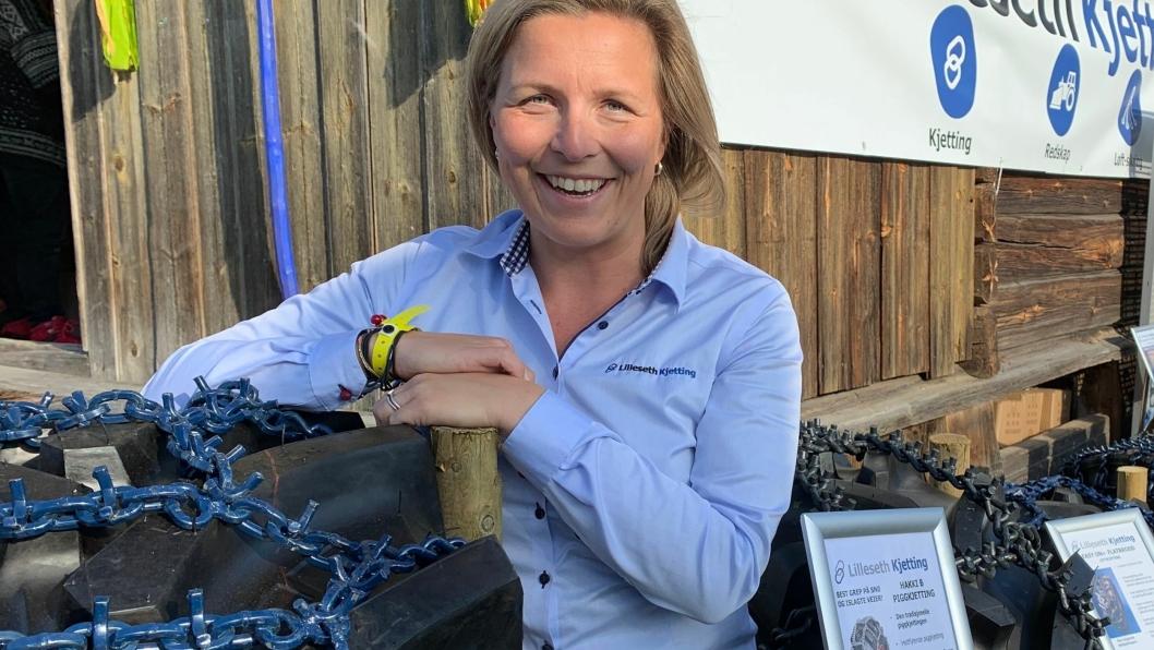 Markedssjef Stine Lilleseth i Lilleseth Kjetting på plass med nyheten Easy On 9 mm U-brodd-kjetting på Dyrsku'n 2019 i Seljord, 13.-15. september.