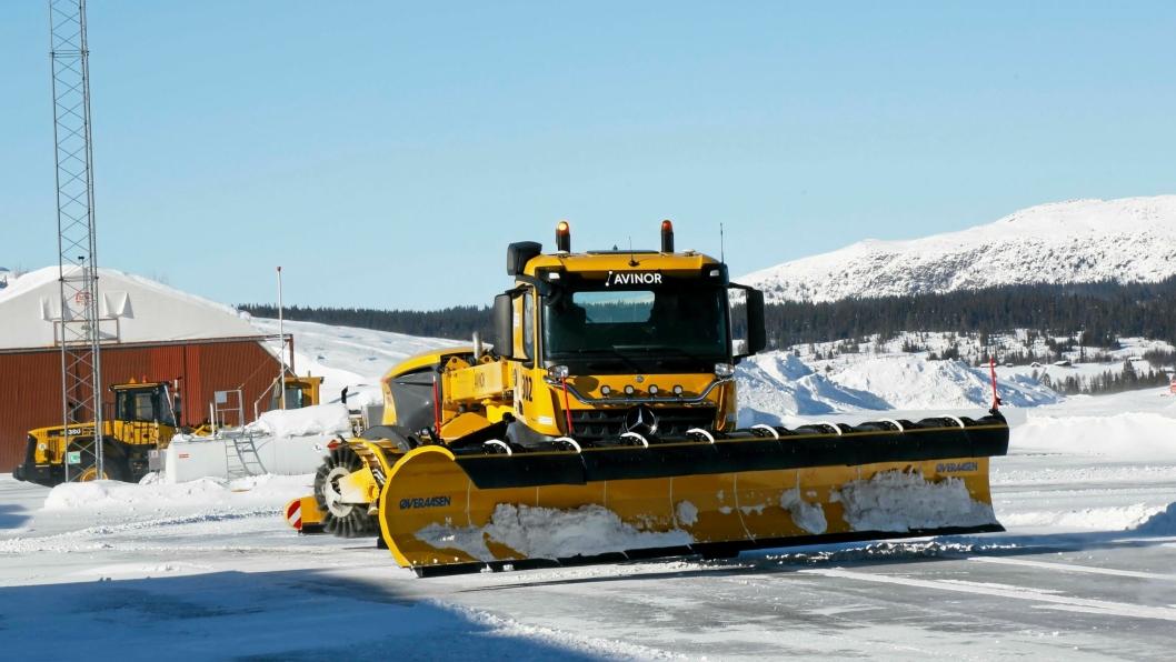 Yeti Snow Technology AS (etablert av Øveraasen og Semcom), står bak løsningen AASR (Airport Autonomous Snow Removal) førerløs snørydding. Her fra en demonstrasjon påFagernes lufthavn 10. mars 2018.