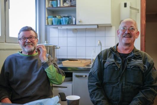 GOD STEMNING: Stein Martinsen (t.v) og Hans Petter Dalen i Bring Warehousing mimrer på pauserommet.