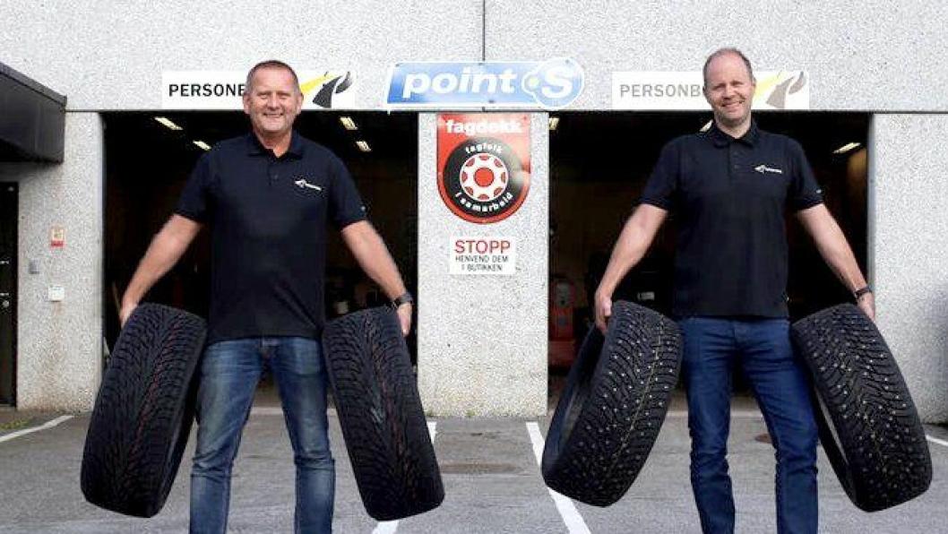 Illustrasjonsbilde av to fornøyde ansatte hos Førde Vulk.