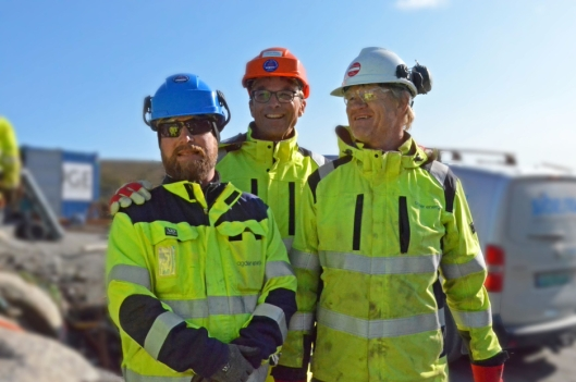 Fornøyde: Fra venstre Aleksander Andersen (Spesialrådgiver miljø i Agder Energi Vannkraft), Tor Åmdal (Prosjektleder Agder Energi) og Tor Arne Bekkedal (Senioringeniør HMS i Agder Energi Vannkraft).