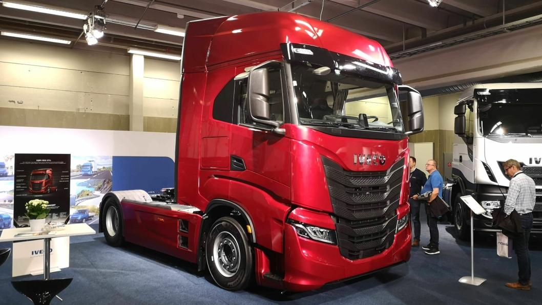 Denne trekkvogna er norgespremieren på Iveco S-Way, på Ivecos område på Transport og Logistikk 2019 (innerst i hall D).