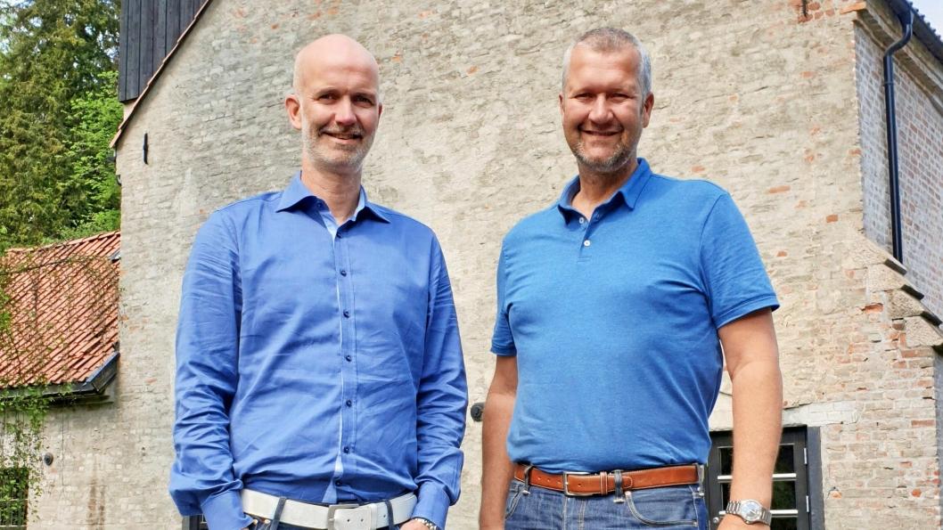 FAMILIEBEDRIFT: Truls (til venstre) og Gaute Markussen styrer i dag den 100 år gamle butikken. Begge gutta er vokst opp i bruddet og gruva i Sandvika.