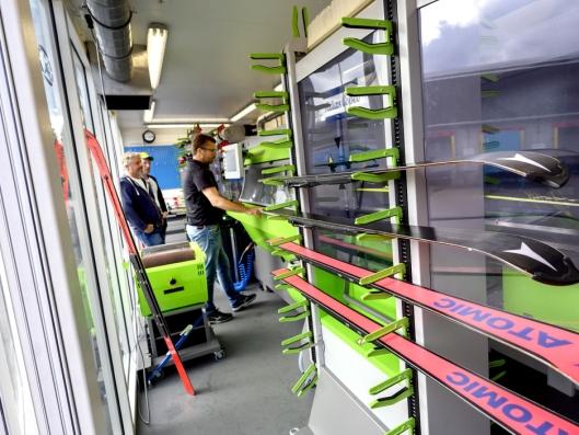 Inne i den fremre containeren, er det optimale forhold for å preparere alpinski.